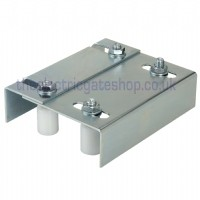 adjustable roller set for holding straight gates.